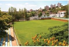 Campo de futebol para atividades acadêmicas.