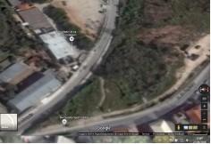 Vista aérea da Faculdade Única de Contagem que mostra a Rua do Registro acima, e o estacionamento abaixo.