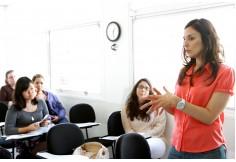 Pauline Charoki, diretora do Instituto, apresenta o método inovador do IFESP para aprender francês em tempo recorde.